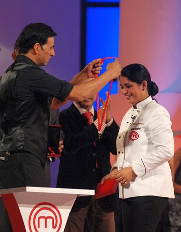 Winner's circle: Akshay Kumar presents Pankaj with her medal