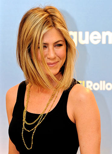 jennifer aniston new haircut 2011 pics. Jennifer Aniston shows off new