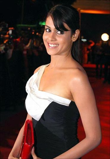 Leos like Genelia D'Souza will make a lot of money in 2011