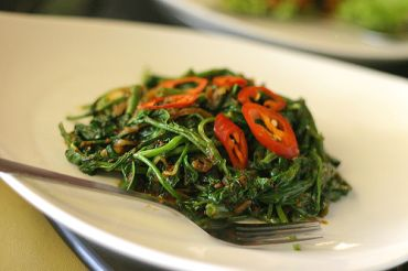 Sauteed Chinese vegetables are usually a good choice