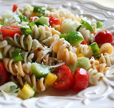 Whole grain pasta can be a satisfying addition to your weight loss diet.