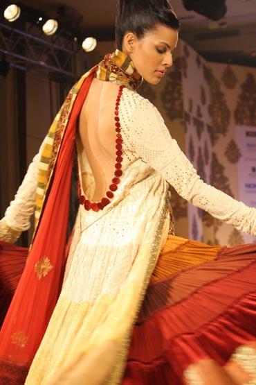 Model Deepti Gujral in a Manish Malhotra creation.