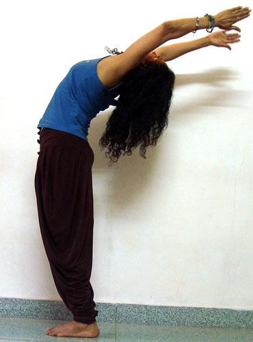 Ardha chandrasana (crescent pose)