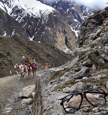 The 14 km distance to Kedarnath either on foot or on a pony or palkhi.