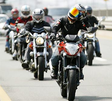 PHOTOS: India-bound Hysoung GT250 2012