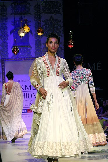 Model Deepti Gujral in a Manish Malhotra creation.