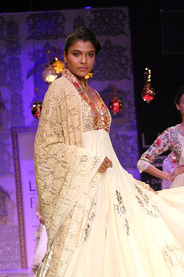 Model Hemangi Pate in a Manish Malhotra creation