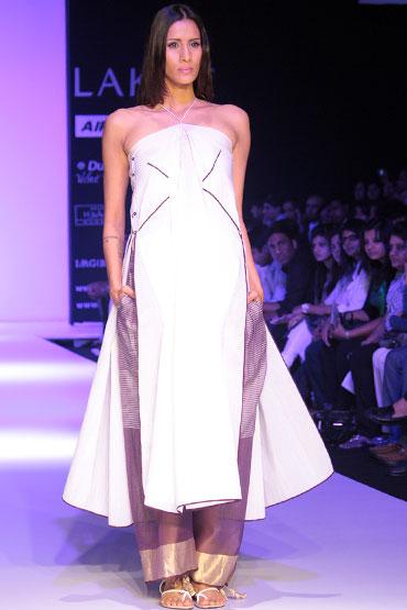 Kavita Kharayat for Vaishali S