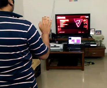 Indian enthusiast makes Kinect for PS3