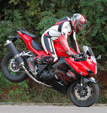 Superbikes: Are Hyosung GT650R and ST7 worth it? - Rediff Getahead