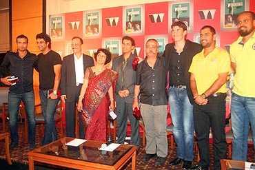 From left: Irfan Pathan, Wasim Akram, Nitin Paranjpe, Anita Bhogle, Harsha Bhogle, Piyush Pandey, Stephen Fleming, Mahendra Singh Dhoni and Yusuf Pathan