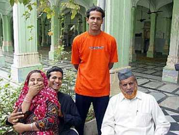 Irfan Pathan with his parents Shamim Banu and Mehboob Khan and his brother Yusuf Pathan