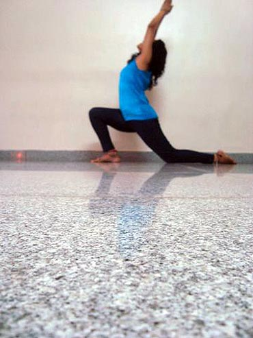 Ardhachandrasana (Crescent)