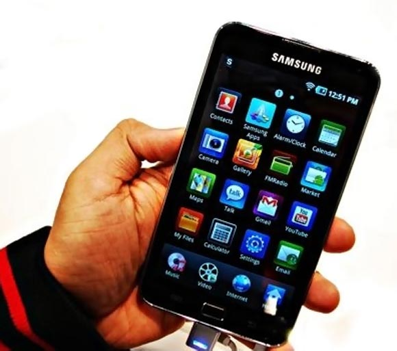 Samsung takes the lead from Apple