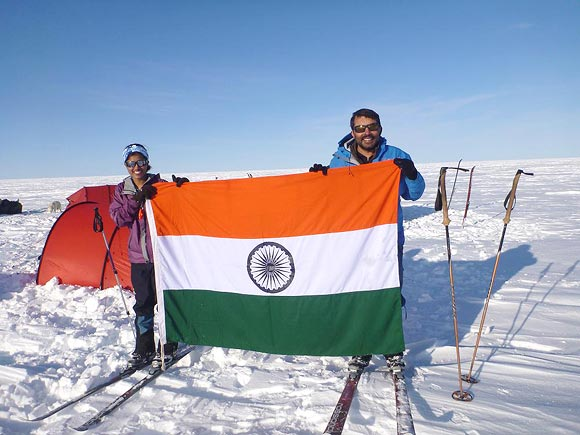 Deeya Bajaj unfurls the Indian tricolour along with her father Ajeet Bajaj in Greenland