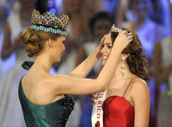 Miss Puerto Rico, Amanda Perez, is crowned after coming third in the Miss World 2011 contest in West London.