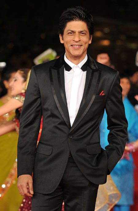 Shah Rukh Khan's chivalry is legendary -- he has all his leading ladies raving about his manners!