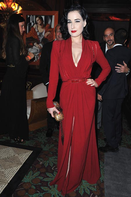 Few celebs are as feminine as Dita Von Teese, who channels old-world Hollywood glamour at all times!