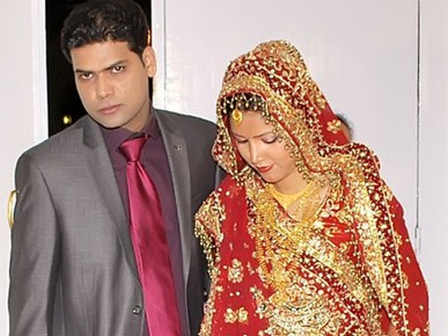 Nilofar with her husband on their wedding day