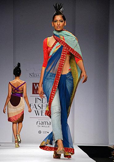 A Nida Mahmood Sari