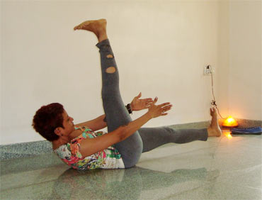 Uttanpadasana (Leg raise, Advanced version)