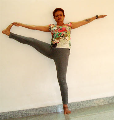 Utthita hasta padanugushtasana (Raised hand to toe pose)
