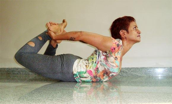 Dhanurasana (Bow pose, advanced version)