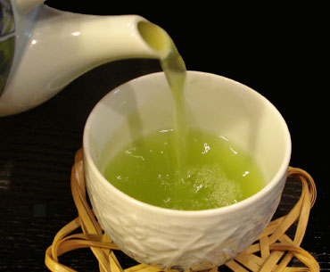 Green tea has a chemical which increases metabolism but causes hunger pangs