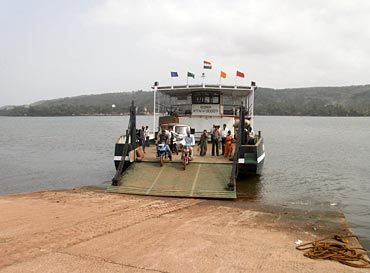 The ferry from Dabhol to Dhopave