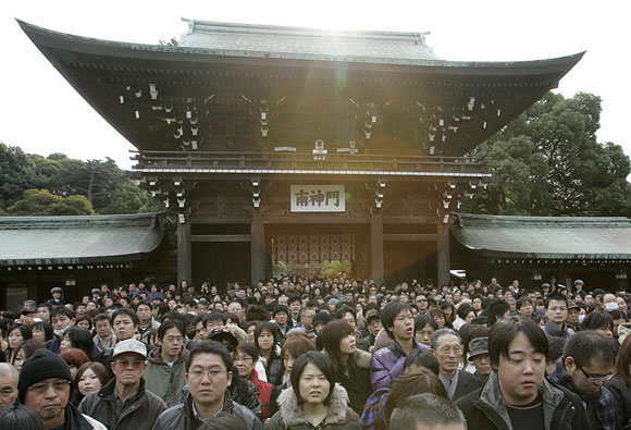 People walk to the main shrine to offer New Year prayers at Meiji Shrine in Tokyo on New Year's Day January 1, 2007.