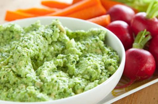 Hummus with fresh veggies