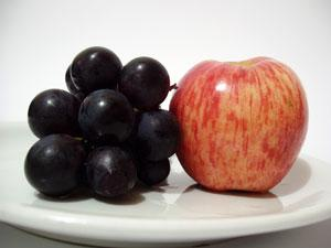 Apples and blueberries are considered negative calorie fruits