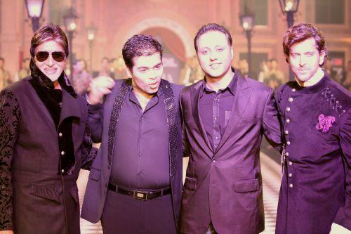 (L-R) Amitabh Bachchan, Karan Johar, Varun Bahl and Hrithik Roshan at HDIL India Couture Week, October 2010