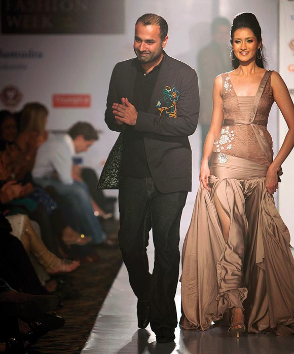 Pakistan fashion designer Deepak Perwani (L) acknowledges the audience at the end of his fashion show as part of the Colombo Fashion week in Colombo February 19, 2009.