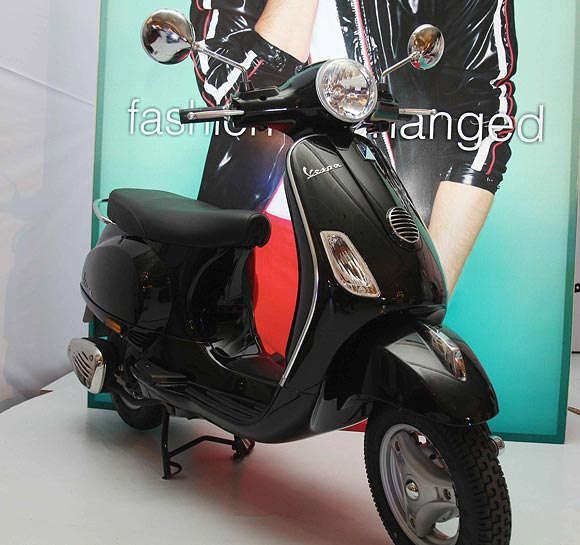 REVEALED: Why the PREMIUM on Vespa's LX 125 in India?