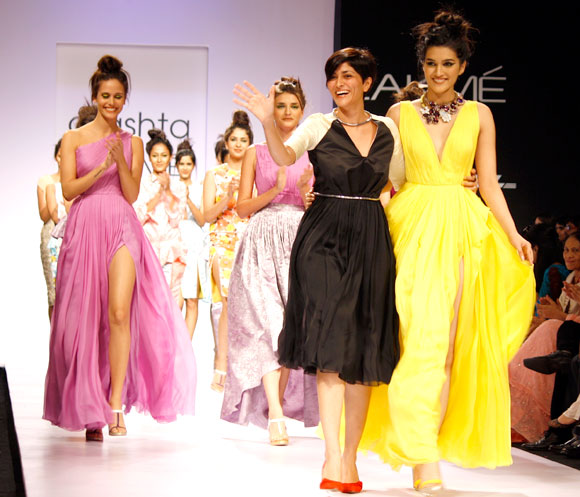 Drashta Sarvaiya with her models on the runway
