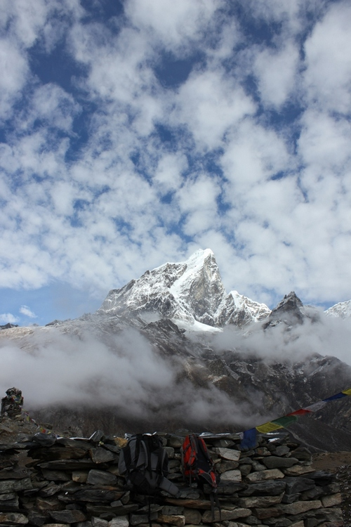 Walk from Dingboche to Lobuje