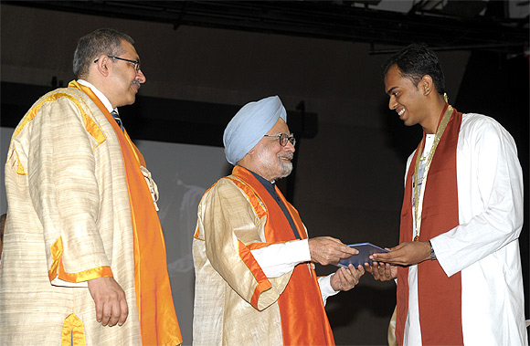 Prime Minister Dr Manmohan Singh presented the President Medal, at the Golden Jubilee Convocation of IIT Bombay, in Mumbai on August 18, 2012.