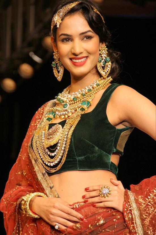 Sonal Chauhan for Dipti Amisha