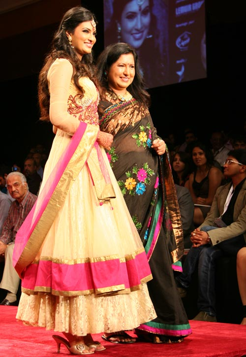 Sayali Bhagat and her mother for Gitanjali Gems