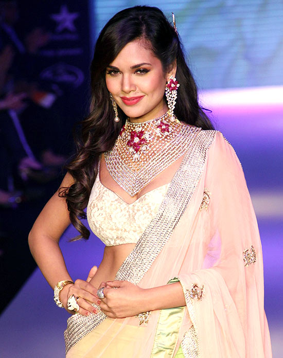 Esha Gupta for Kashi Jewellers