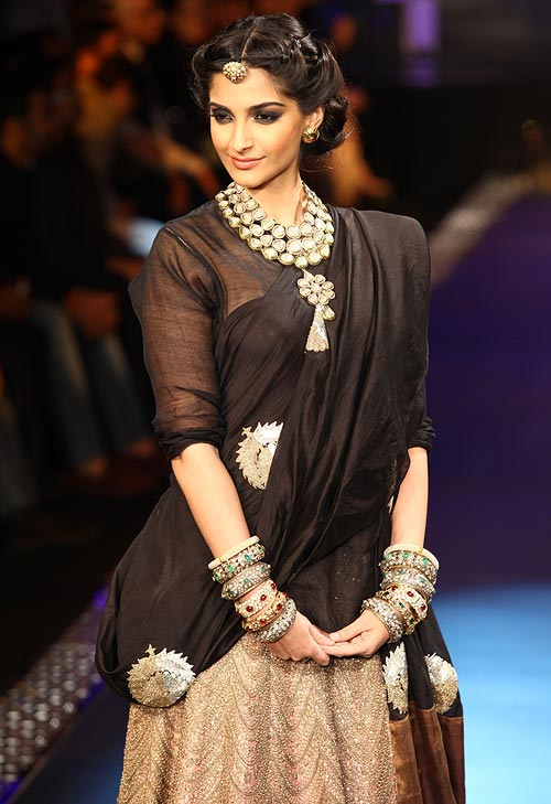 Sonam Kapoor for India International Jewellery Week 2012