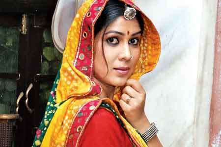 Sakshi Tanwar as negative character Teepri in serial Balika Vadhu