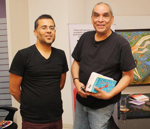 Chetan Bhagat (L) with Ajit Balakrishnan