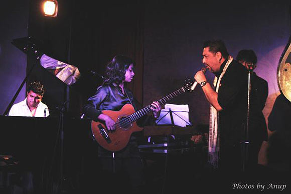 Mohini performs with Ranjit Barot