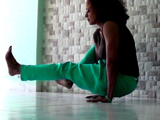 Ekapada bhujapidasana (One legged shoulder pressing pose)