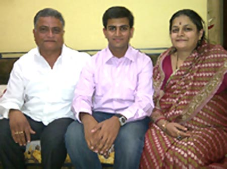 Pawan Sarda (middle) with his parents