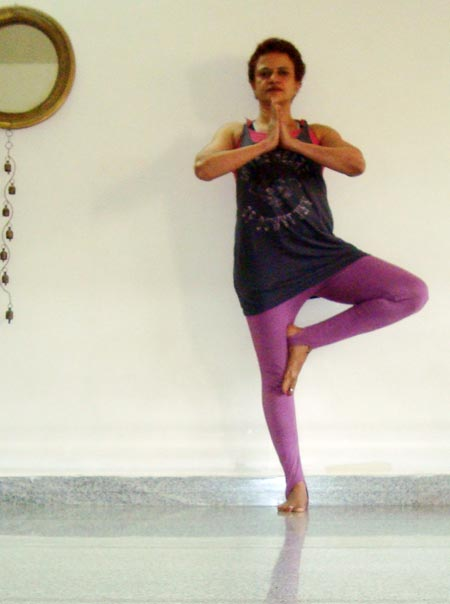 Ekapada pranamasana (One-legged prayer pose)