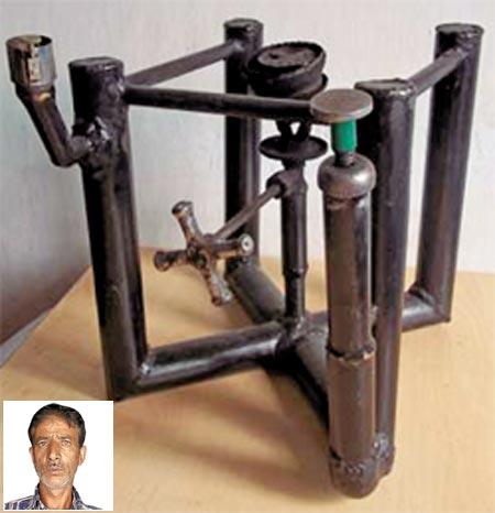 (Inset) Ghulam Mohammad Sheikh and his kerosene stove sans fuel tank