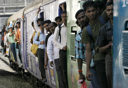 Commuters travel in a suburban train in Mumbai February 24, 2010. India's Railways Minister Mamata Banerjee is presenting the annual railway budget in parliament on Wednesday.